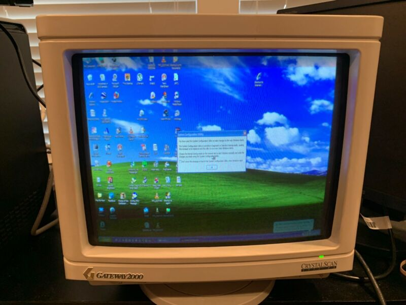 Gateway 2000 CrystalScan 15 1572 FS CRT Monitor Working