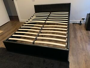 Bed with 2 side tables