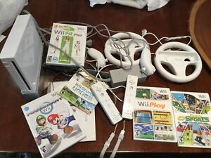 Wii console with 4 games and 2 wheels