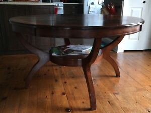 Round Dining Table w/4 chairs