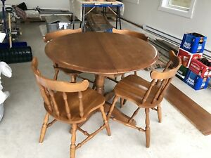 Solid Wood Pedestal Dining Table & Chairs