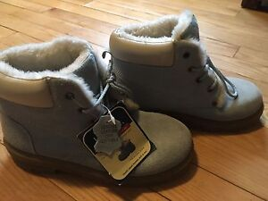 Brand new - girls boots-size 4