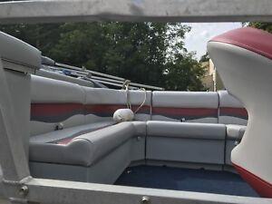 22ft Pontoon Boat