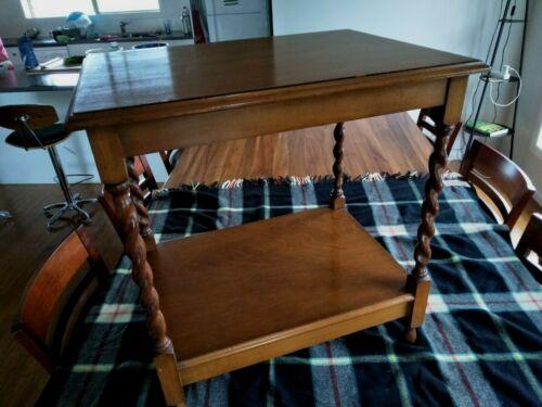 ANTIQUE BARLEY TWIST OCCASIONALOAK TABLE