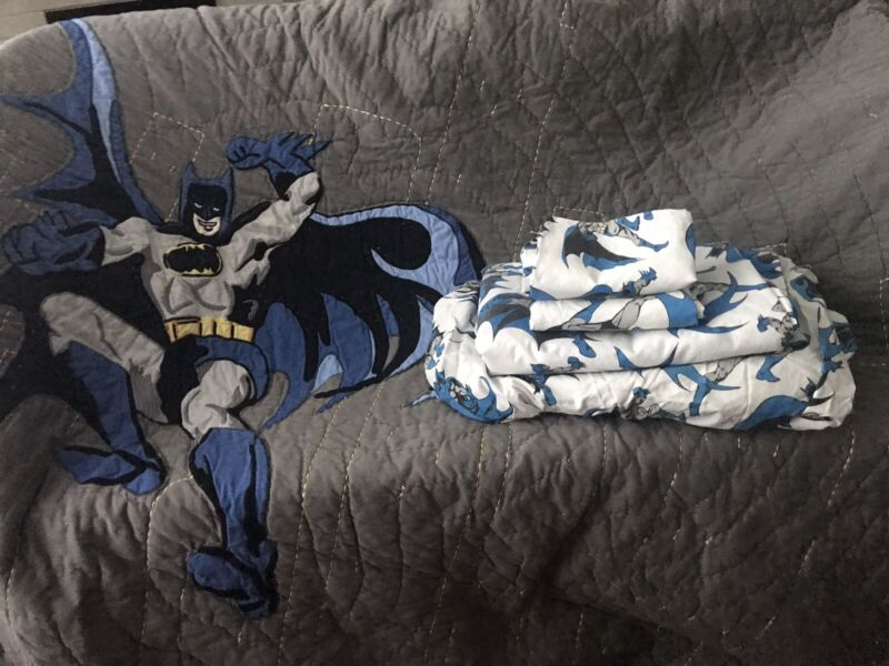 Pottery Barn Batman Quilt ,Sheets and Pillow Cases Queen Size ,great Condition