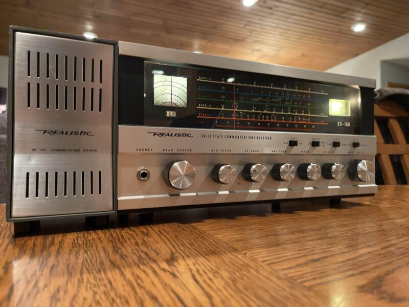Realistic DX-160 Radio - Excellent Condition
