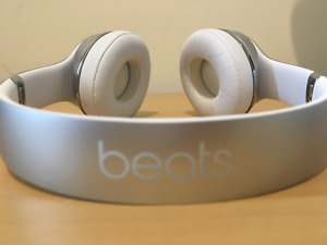 Silver Wireless Solo 3 Beats by Dre: Perfect Condition