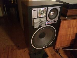 Wanted: VINTAGE HIFI WANTED. Turntables, amps, speakers etc...