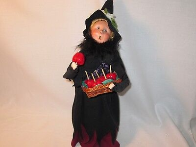 Byers Choice Spooktacular 2009 Halloween Witch with Candy Apples