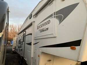 2012 Rockwood Signature 8285 WS, Fifth Wheel, Open Concept