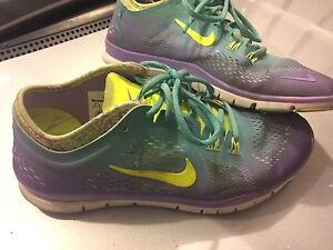 Woman's Nike Shoes 8.5