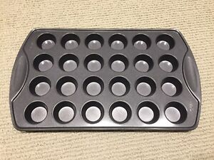 Wilton Non-Stick 24 CUP MINI CUPCAKE PAN | BRAND NEW