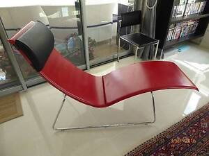 STUNNING AND RARE MODERN ITALIAN LEATHER CHAISE LOUNGE Wyee Point Lake Macquarie Area Preview