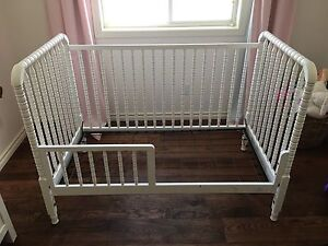 Baby crib with side conversion