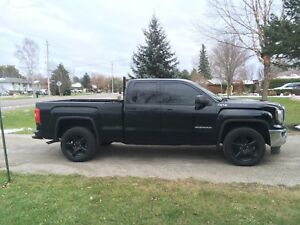 """2017 GMC SIERRA BASE  with 20"""" rims LOW KMS!!!!"""