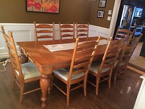 Solid wood dinning table & 8 chair set.