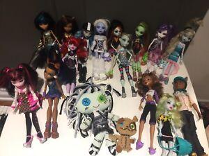 Lot de poupées et articles Monster High