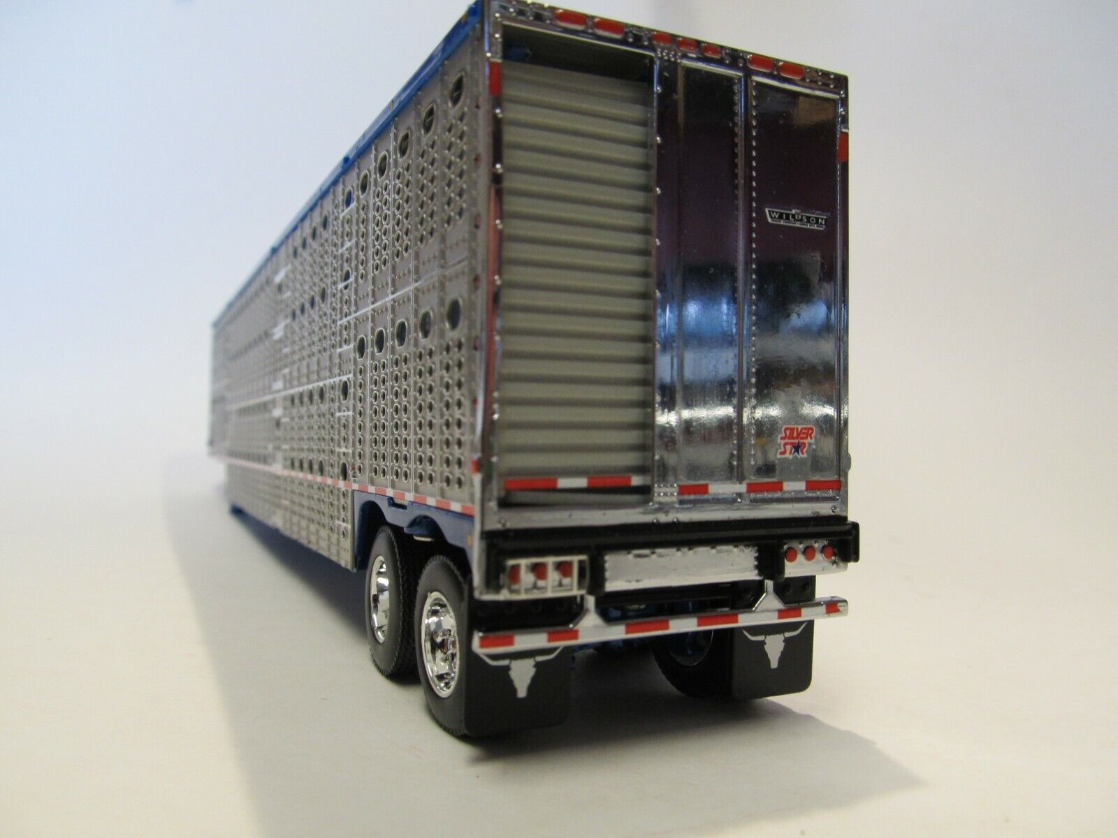 DCP 1/64 SCALE WILSON LIVESTOCK TRAILER TANDEM AXLE SILVER SIDES,BLUE FRAME&TOP 3