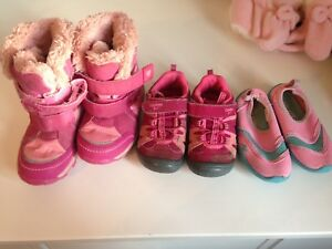 Girls 18m-2 lot. Boots.hats.gloves