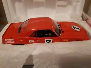 CLASSIC CARLECTABLE MODEL CAR 1:18 Kenwick Gosnells Area Preview