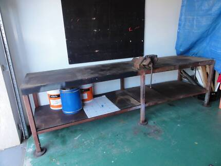 WORK BENCH HEAVY DUTY WITH VICE Highland Park Gold Coast City Preview