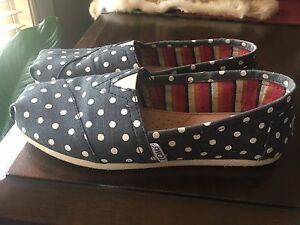 Toms. Size 5.5. Never worn
