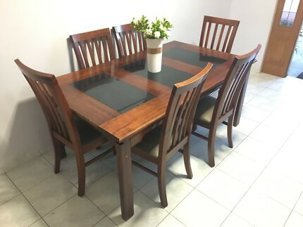 Dinning table - 6x seater - Excellent condition