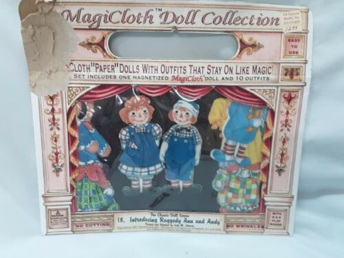 Magicloth Doll Collection Raggedy Ann & Andy Doll Magnet Play Board & 10 Outfit