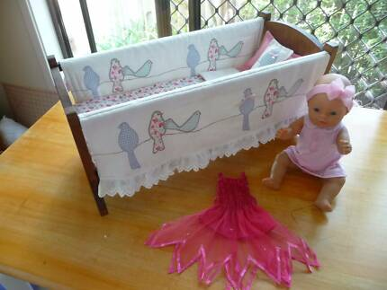 DOLL'S ROCKING CRADLE & BABY BORN DOLL           (6)