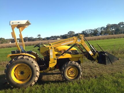 East wind tractor with 4 in 1 bucket and hay spike  Mullumbimby Byron Area Preview