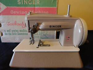 CHILD'S SINGER SEWING MACHINE TOY METAL & BOX GREAT BRITAIN 1950s West Ryde Ryde Area Preview