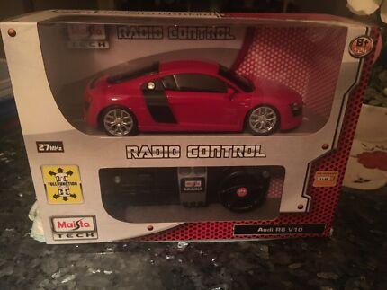 Maisto Tech Audi R8 V10 1:24 Scale Radio Control Car