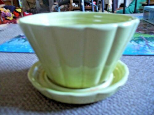 Shawnee U.S.A. #463 Light Green Flower Pot Attached Saucer, VGC