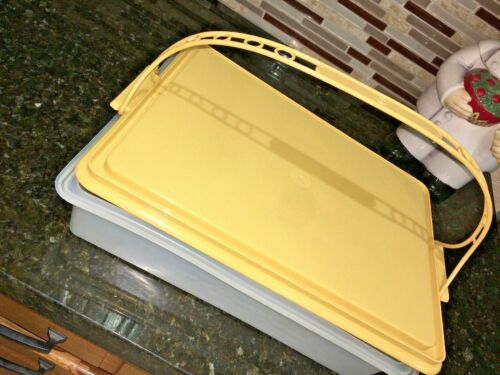Vintage Tupperware Large 15 x 11    Carrier with Handle