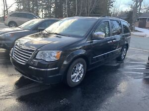 2008 Chrysler town & country limited NEW MVI