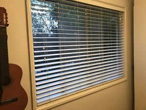 6 Venetian blinds - free