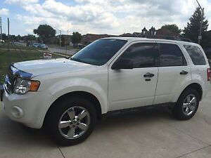 2010 Ford Escape w/ Features!  Windsor Region Ontario image 2