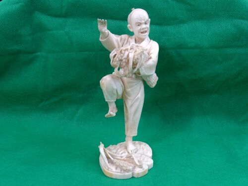 MAGNIFICENT ANTIQUE JAPANESE OKIMONO HAND CARVED FIGURINE STATUE MAN LIZARD 19C