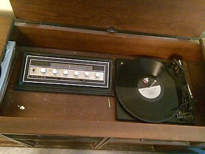 Vintage Stereo System London Ontario image 1