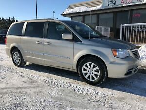2013 Chrysler Town & Country Touring Very Low Km's, Back Up C...