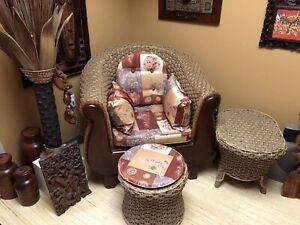 Meuble en rotin, fauteuil,table,pouf, lampe
