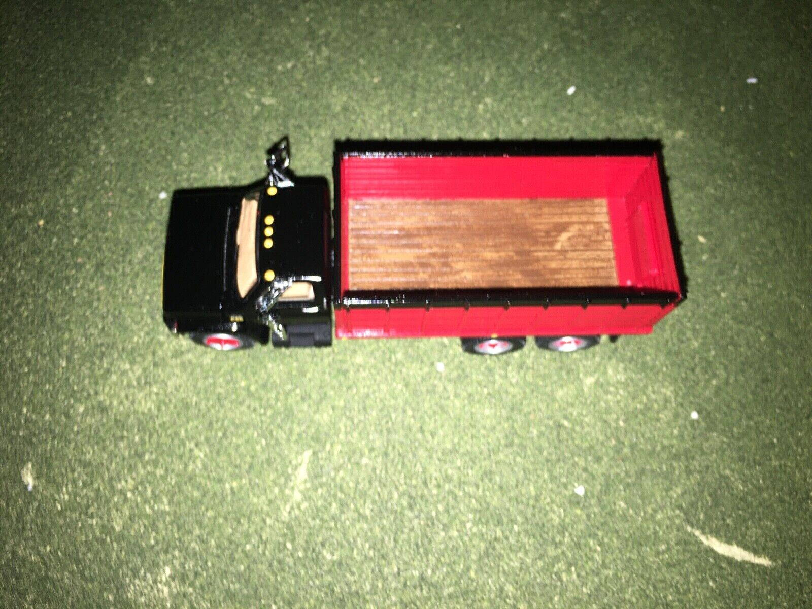 1/64 DCP BY FIRST GEAR BLACK/RED CHEVY C65 TANDEM AXLE GRAIN TRUCK 2