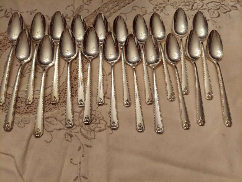 Prestige Plate Bordeaux 20 teaspoons Silverplate Silver Flatware Excellent
