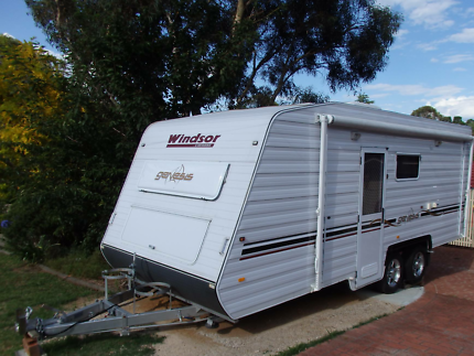 2011 Windsor Genesis GC611  Family Caravan