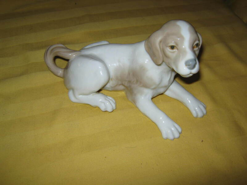 LLADRO NAO Dog (Beagle) reclining Fulgencio Garcia #02000058 1992, RETIRED!