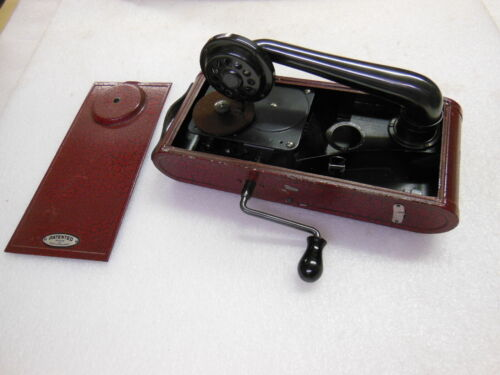 old THORENS Portable Mechanical Wind-Up Phonograph Made in Switzerland 1940