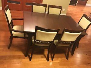 Superbe table de salle à manger avec vaissailier