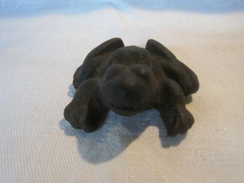 Vintage cast iron frog figurine paperweight
