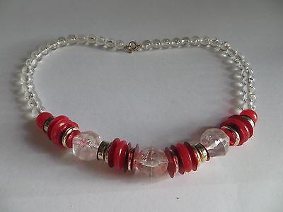 Collier ras du cou composé de perles transparentes et de disques de couleur roug