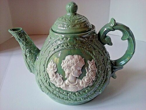 Embossed Pearlized Teapot, Irredescent Cameo Side